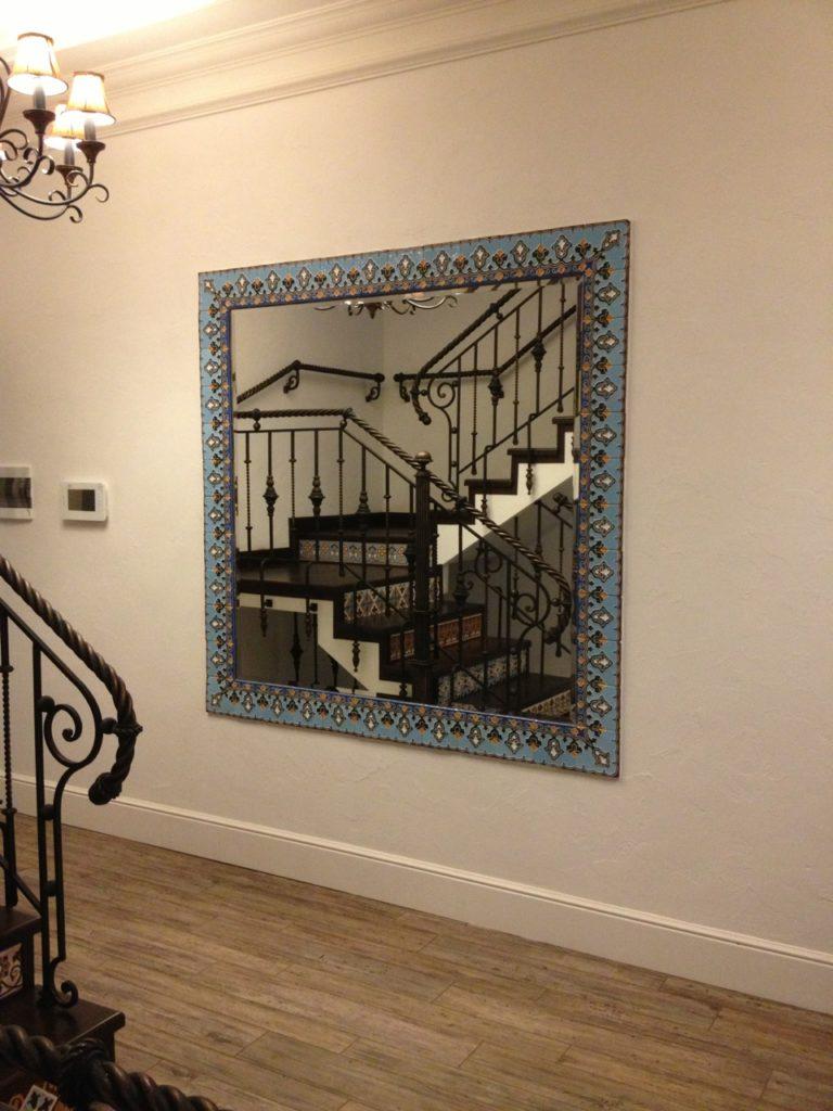 Декоративная отделка зеркала плиткой ручной работы