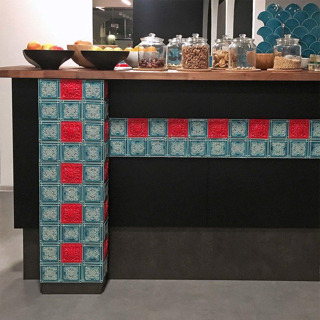 Плиточный декор предметов мебели