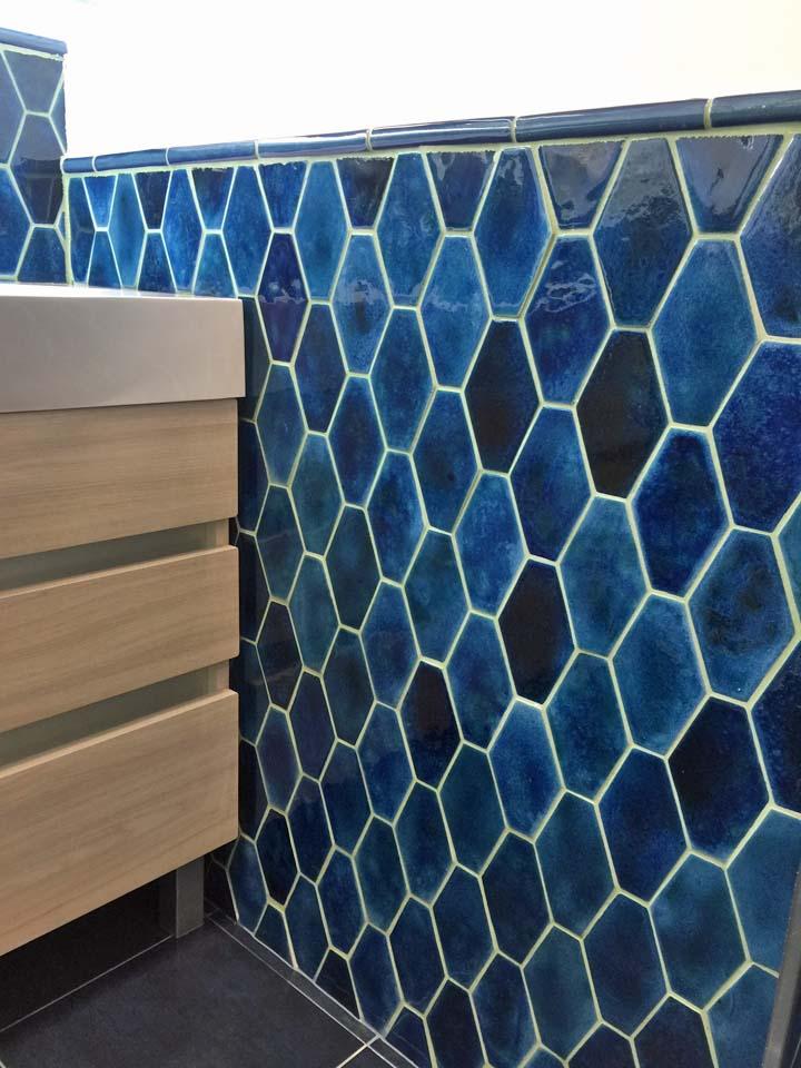 Фоновая плитка для ванн голубая