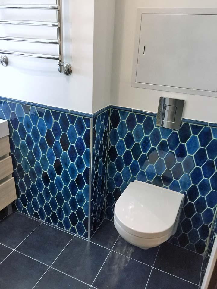 Голубая плитка для санузла