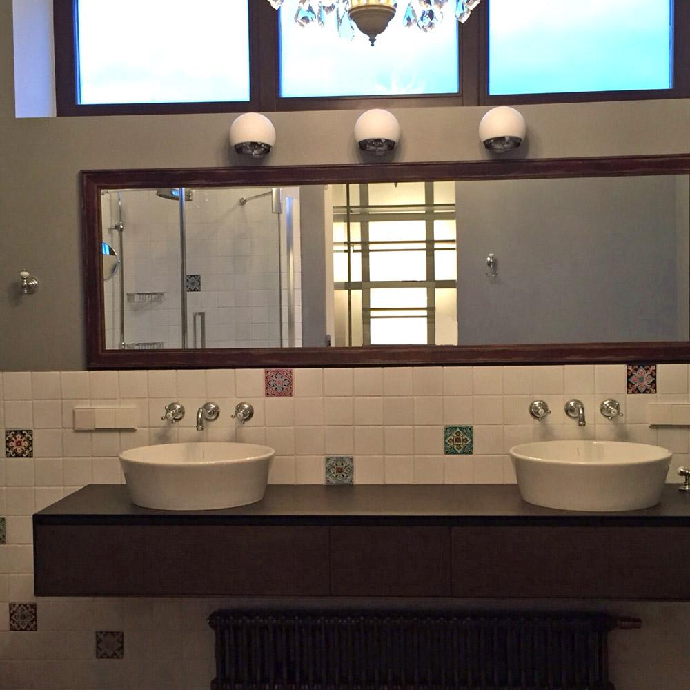 Белая плитка для ванных комнат
