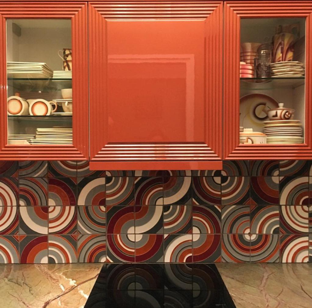 Плитка с кругами на кухне