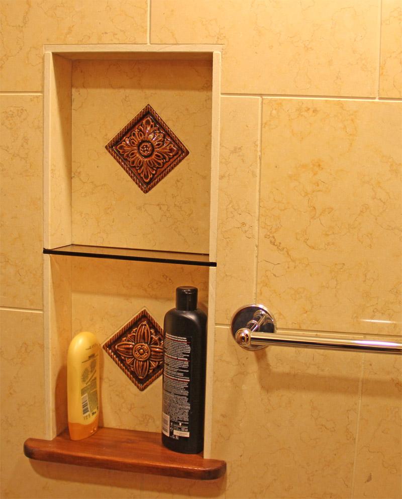 Плитка со вставками для ванной бежевая