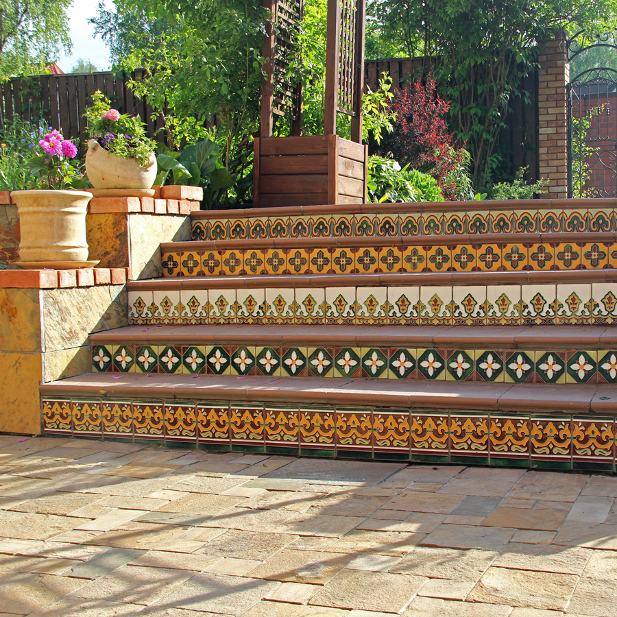Рельефная плитка для отделки ступеней