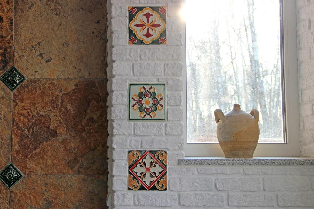 Вставки из рельефной плитки ручной работы