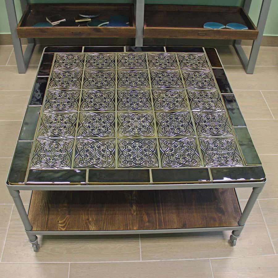 Декор стола керамической плиткой